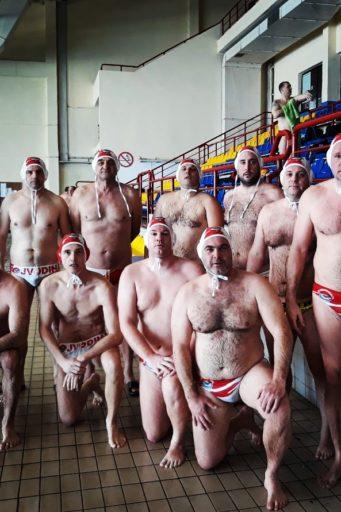 Veterani VK Vojvodina odigrali su nerešeno 8:8 protiv ekipe VK Šabac u drugom kolu Regionalne vaterpolo lige veterana